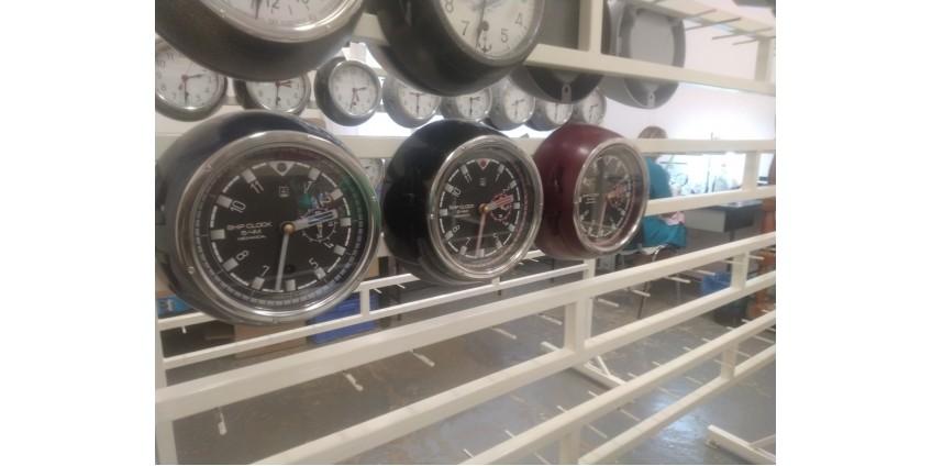 """Новая модель судовых часов 5-ЧМ """"Акула"""" с боковой секундной стрелкой."""
